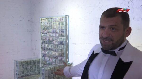 炫富无奇不有 俄富豪百万美钞置入水晶座