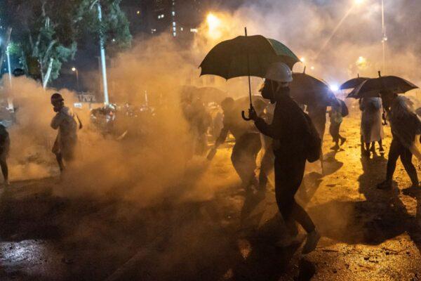 化学武器肆虐东方之珠 揭催泪弹对人体和环境毒害