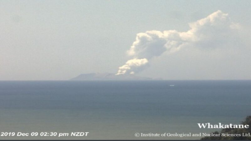 新西兰怀特岛火山突爆发 已知5死20伤27人失踪