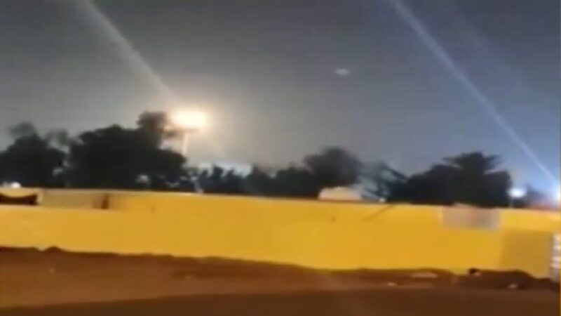 """伊拉克美军基地连遭攻击 美警告伊朗将""""果断""""回应"""