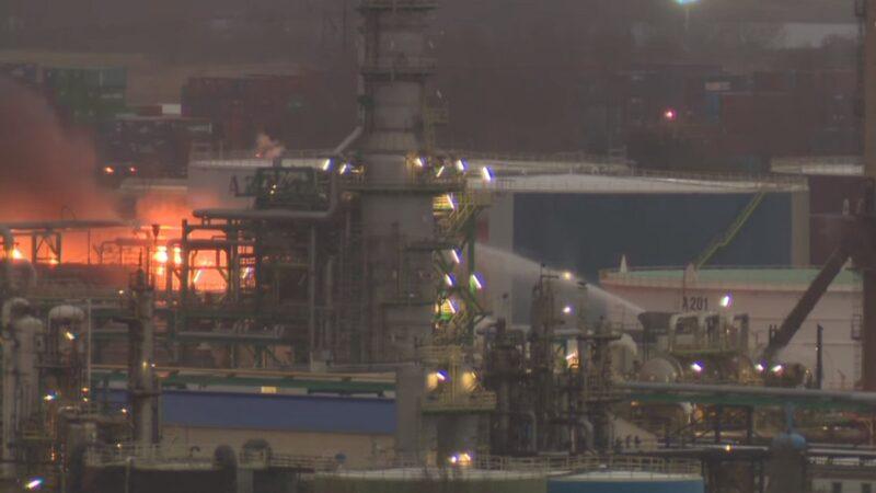 法國境內最大煉油廠失火 濃煙散布10公里外未傳傷亡