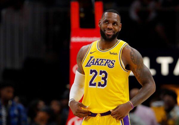 NBA湖人雙星雙十射鷹 湖人客場14連勝