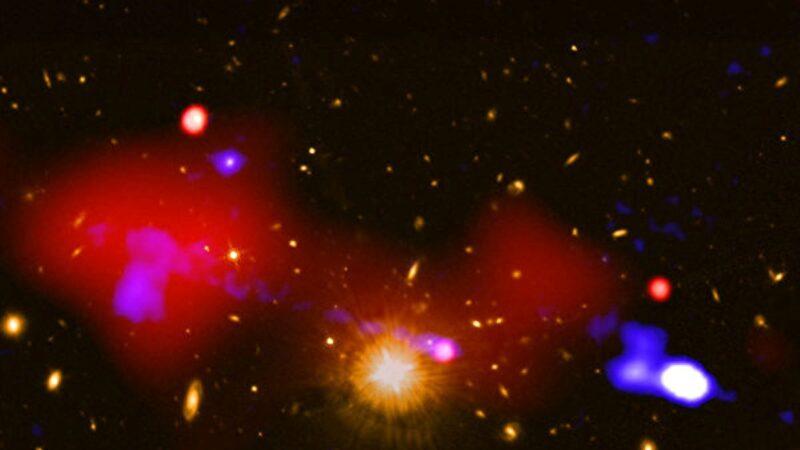 科学家发现怪事 黑洞催生百万光年外的恒星