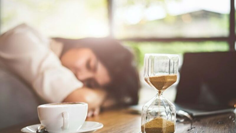 小睡一下益处多 多久最好?