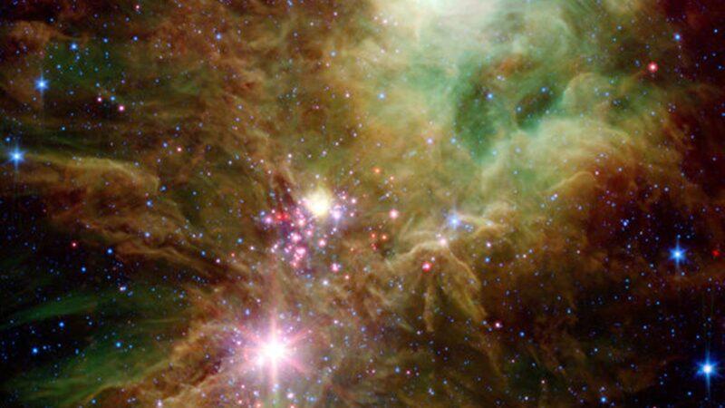 太空也过圣诞节? NASA拍到圣诞树星团