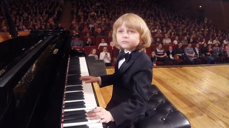 人稱俄羅斯「小莫札特」!真不敢相信他才五歲!