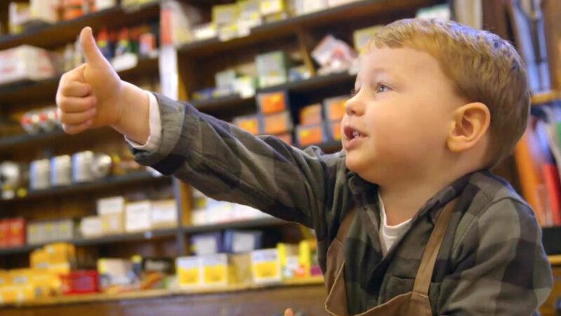主角只有2岁!英国小店圣诞广告红遍全网,网友:看完忍不住哭了