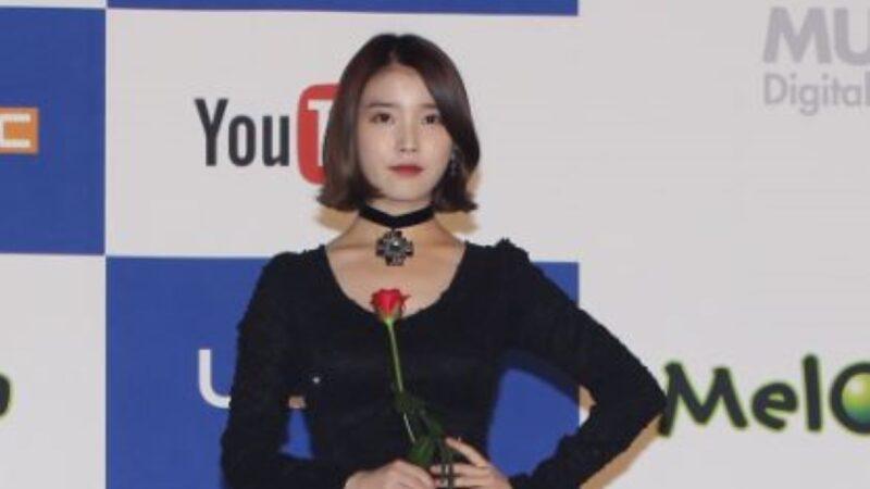 """作品包揽榜单前3名 IU秀榜单称""""都是好歌"""""""
