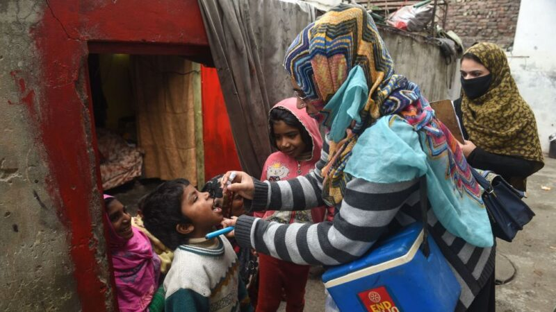接種小兒麻痹症疫苗 巴國醫護遇襲兩警中槍殉職