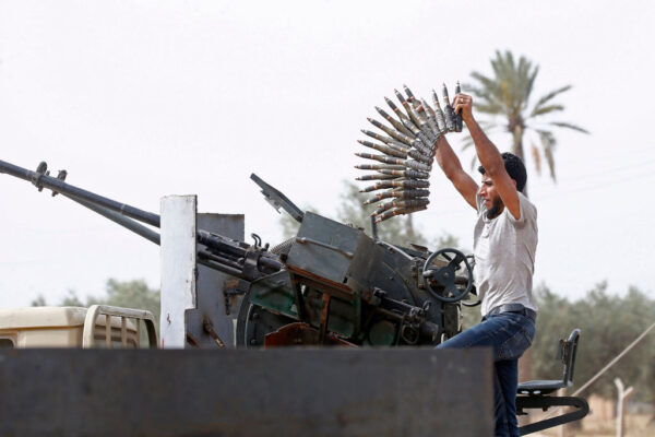 民航机若载运武器 利比亚国民军扬言击落