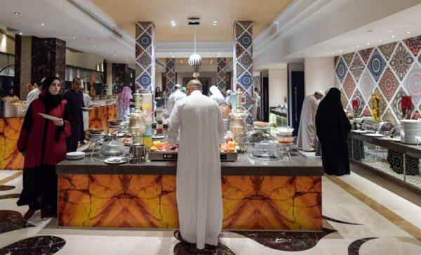 废社会陈规 沙特餐馆不再强制实施男女不同区