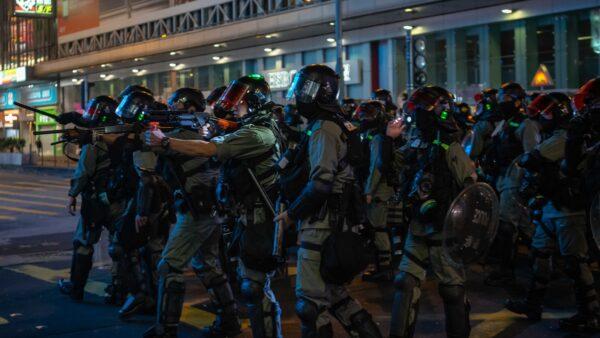 国际人权日港警乱枪扫射 3人送院(视频)