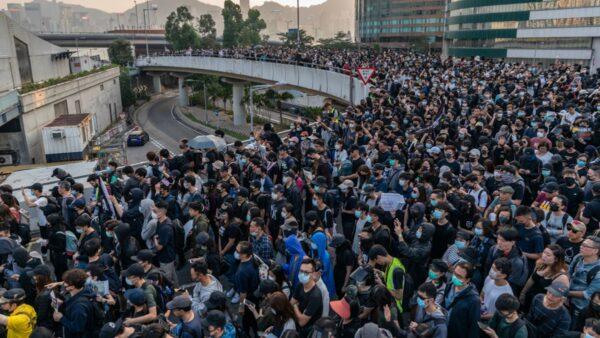組圖:38萬港人「不忘初心」 多地爆發警民對峙
