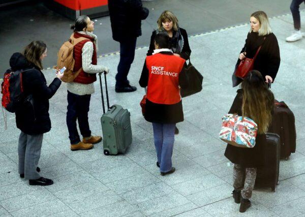 法国大罢工 9成高铁停摆2成航班取消
