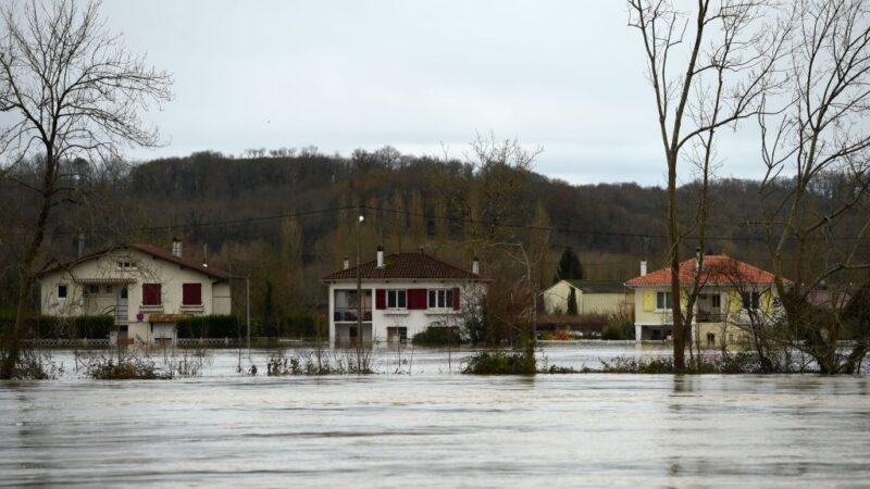 强风洪水肆虐法国西南 1死5伤6万户停电