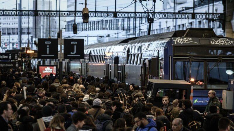 法国大罢工交通瘫痪 马克龙宣布放弃退休金