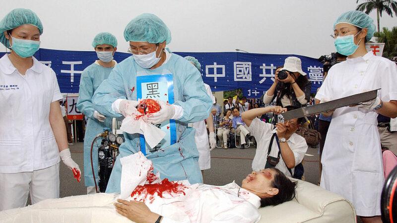 """重庆西南医院惊现横幅""""丧尽天良 还我器官"""""""