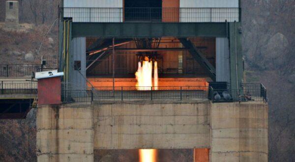 朝自称试验洲际导弹引擎成功 川普发警告