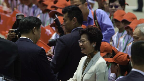 """【拍案惊奇】林郑被留职""""再利用"""" 其夫林兆波的""""沉默抗议"""""""