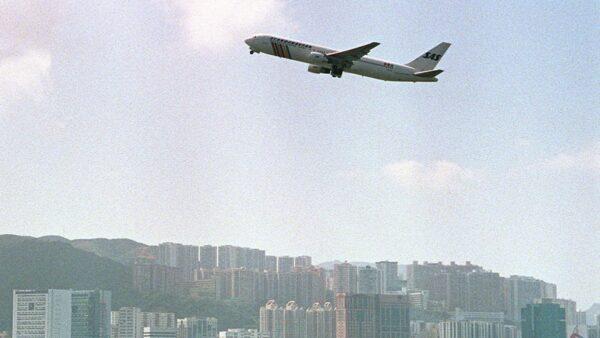 中國飛機迫降美軍基地 美國士兵讓中國人震驚