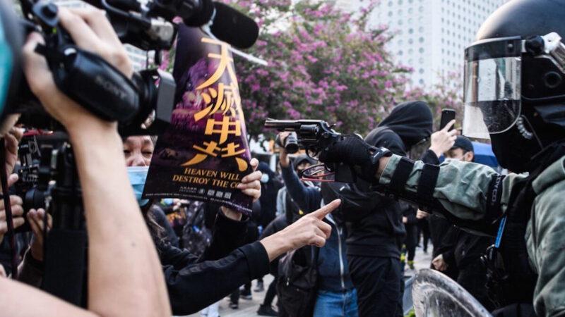 """《石涛聚焦》香港历史瞬间 """"天灭中共""""吓退持枪港警"""