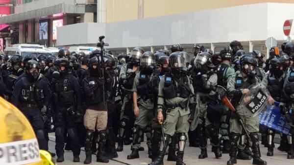 香港300多议员拒警队加薪:别让老鼠屎坏一锅粥