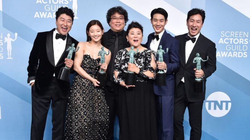 《寄生上流》獲獎創記錄 好萊塢巨星全起身鼓掌
