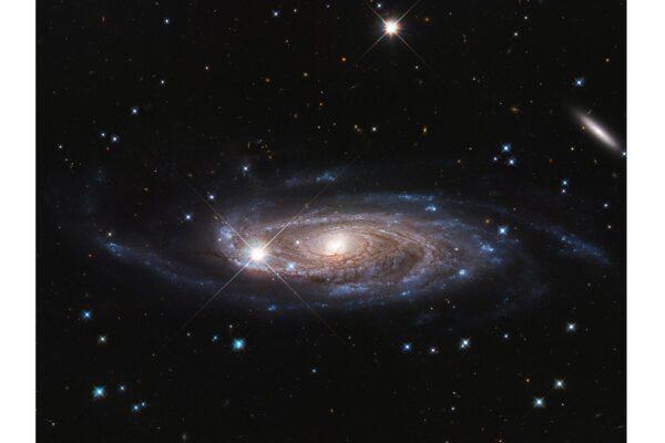 哈勃發現迄今最大星系 擁有一萬億顆恆星