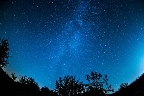 神秘重复无线电爆发竟来自附近星系