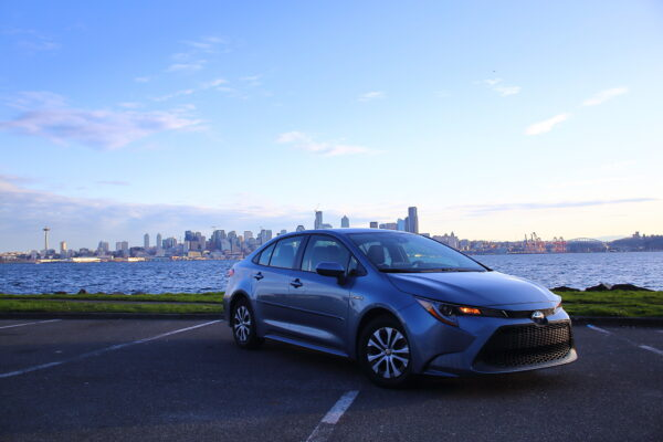 车评:超越53MPG 2020 Toyota Corolla Hybrid LE
