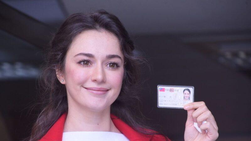 烏克蘭女星在台灣首次體驗投票 只花5分鐘