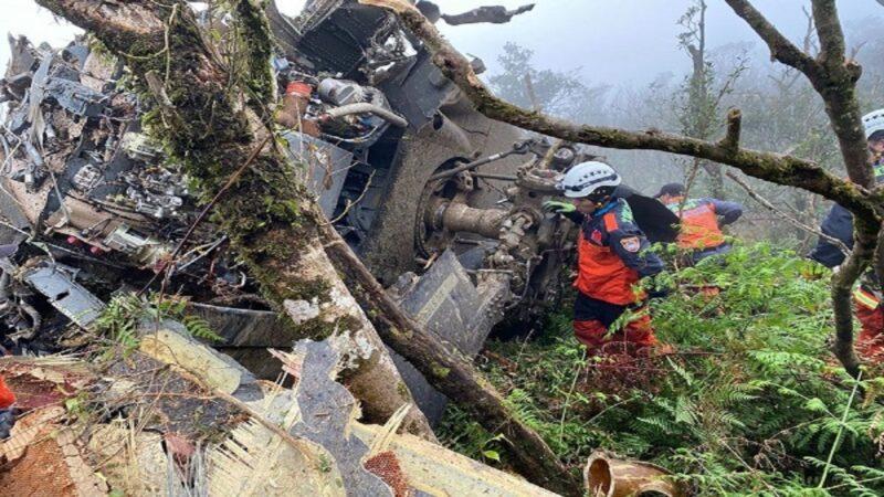 台國防部直升機墜毀山區 參謀總長等8人罹難5生還