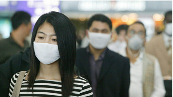 武漢肺炎擴散引恐慌 香港口罩漲價10倍仍買不到