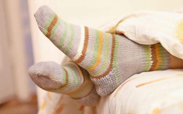 晚上穿袜子睡觉 调节体温又助眠 还有4个好处(组图)