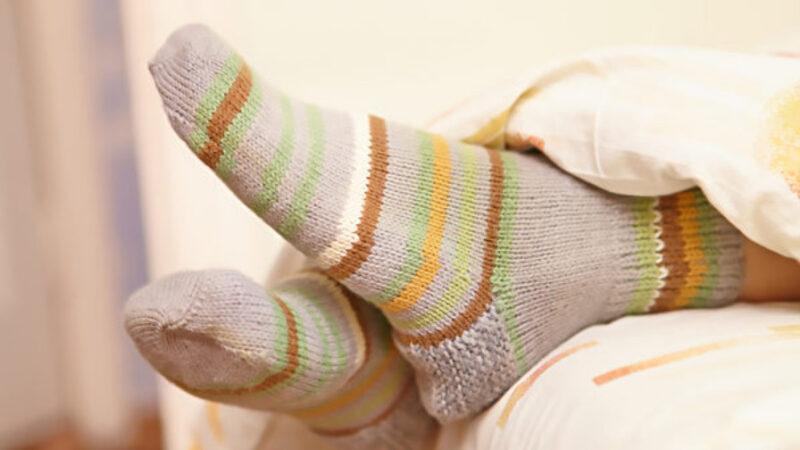 晚上穿襪子睡覺 調節體溫又助眠 還有4個好處(組圖)
