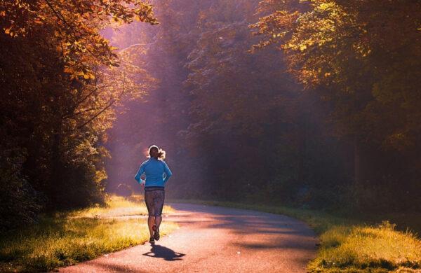 研究:走路速度影響壽命 這樣走多活15年(組圖)