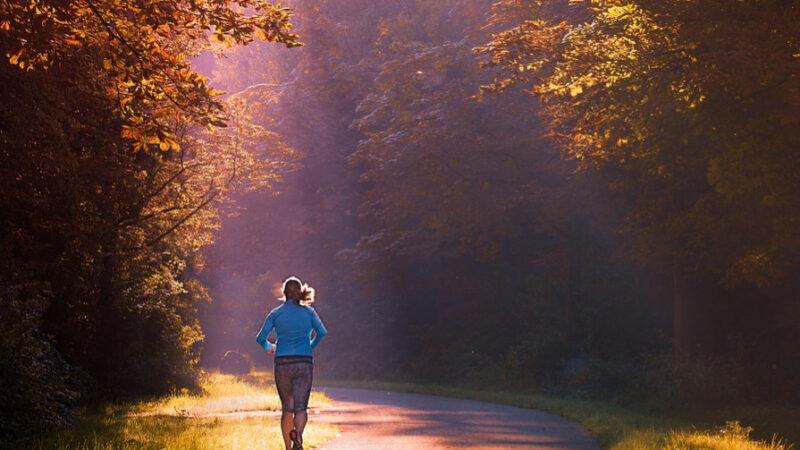 研究:走路速度影响寿命 这样走多活15年(组图)