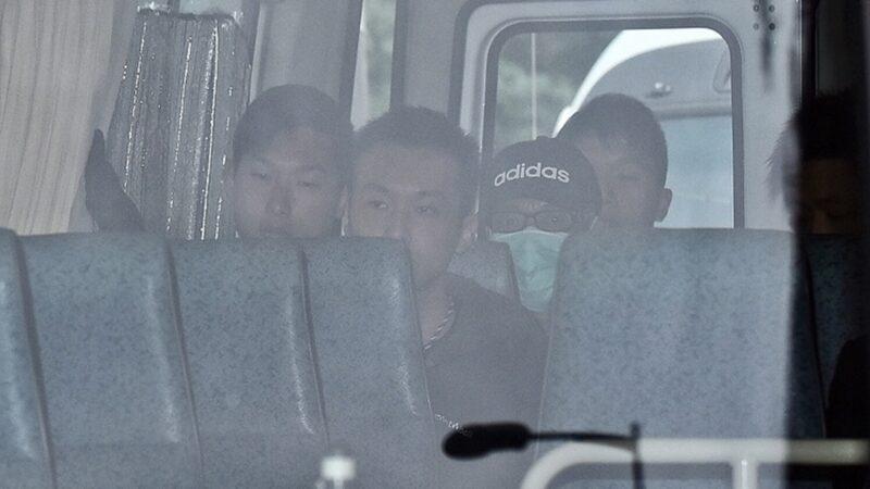 香港贼王抵美照片曝光 数名美入境处职员等候