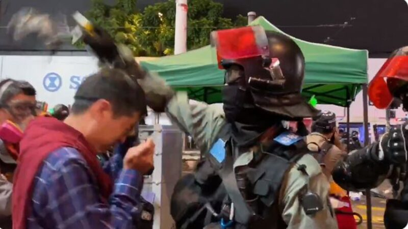 许智峯议员被强扯眼罩 港警直喷胡椒剂(视频)
