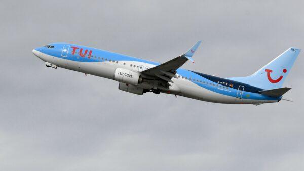 一架波音客机坠毁伊朗 约180乘客生死未卜