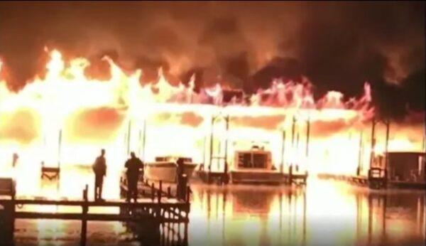 火烧连环船 美阿拉巴马州码头大火酿至少8死7伤