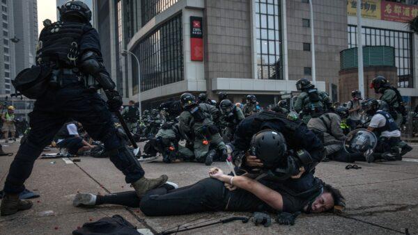 """台湾拟定""""香港恶棍""""名单 禁止黑警入境"""