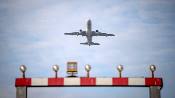 民航飛機為什麼不給乘客配備降落傘?原來如此