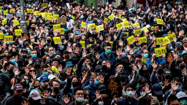 香港新年遊行場面震憾 港警瘋狂抓人(組圖)
