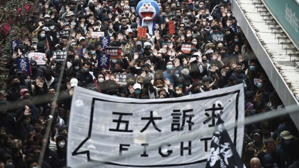 香港百万人元旦游行遭腰斩 警方食言抓逾4百人