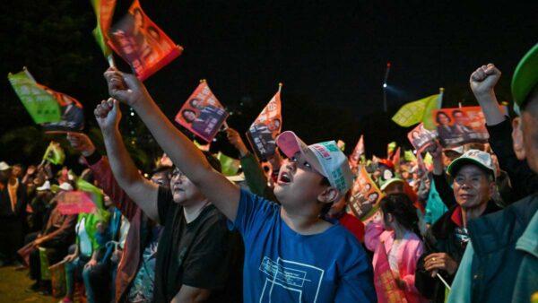 台湾3候选人出动最后冲刺 韩国瑜后院火势旺