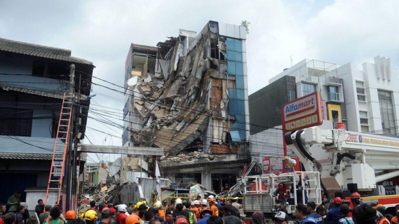 洪患已逾60人罹難 雅加達再傳大樓塌陷多人受困