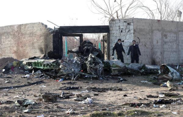飛烏克蘭客機墜毀伊朗 殘骸燻黑176人全罹難