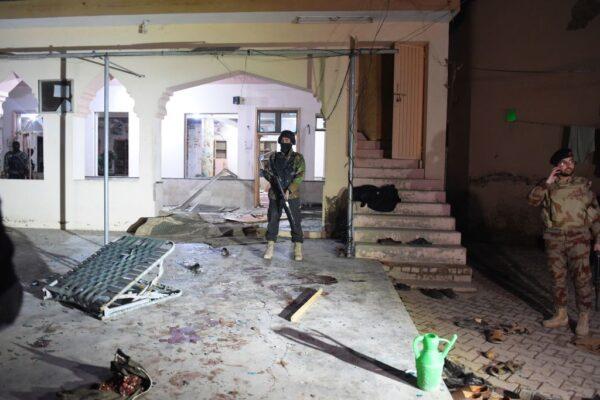 巴國清真寺遭自殺炸彈攻擊 滿布瓦礫碎片34人死傷