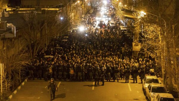 """""""我们是人质"""" 伊朗名演员批评政府"""